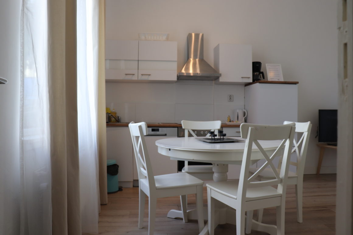 Short Stay Apartment Ground Floor with Garden #14