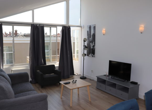 Short Stay Apartment with Balcony #8