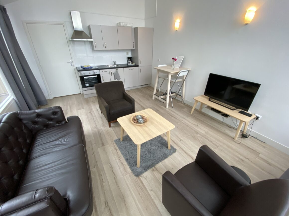 Short Stay Apartment with Balcony #9